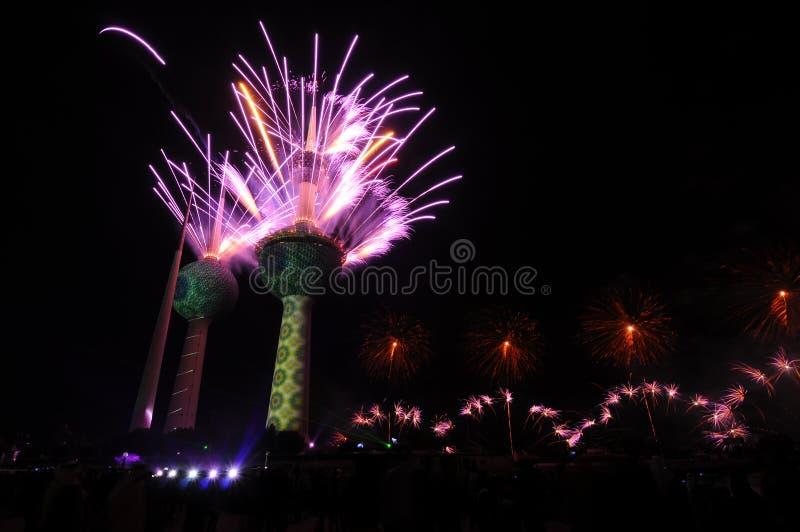 Kuwait ragt Feuerwerk hoch lizenzfreie stockbilder