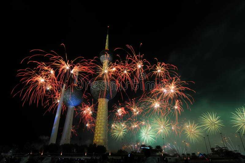 Kuwait ragt Feuerwerk hoch stockfotografie