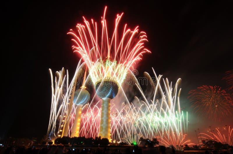 Kuwait ragt Feuerwerk hoch lizenzfreies stockfoto