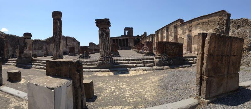 Kvarleva av den gamla staden av Pompei, Italien royaltyfria foton