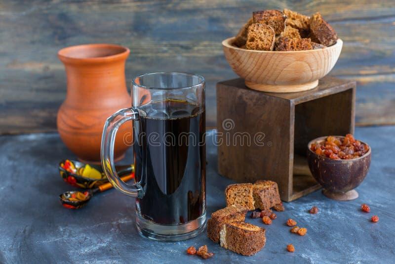 Kvass - bebida de refrescamento tradicional do russo fotografia de stock