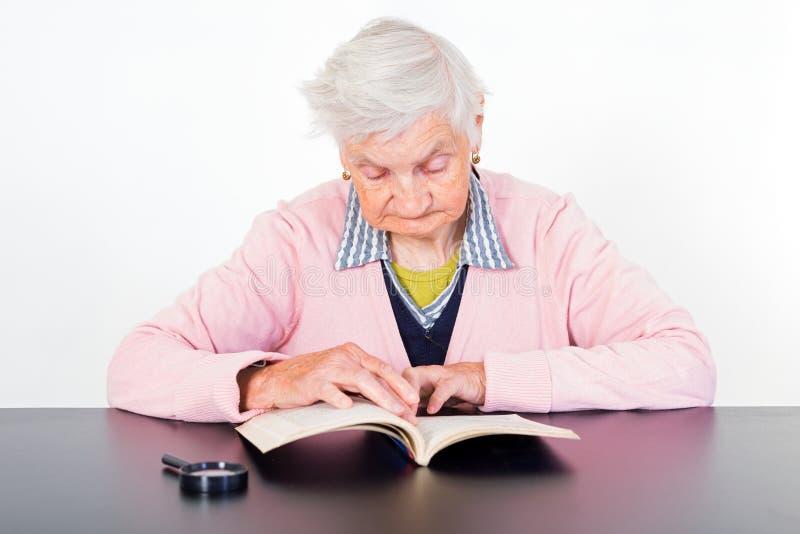 kvinna för åldringögonfokus royaltyfria foton