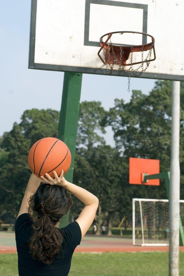 kvinna för baskethoskytte arkivfoton