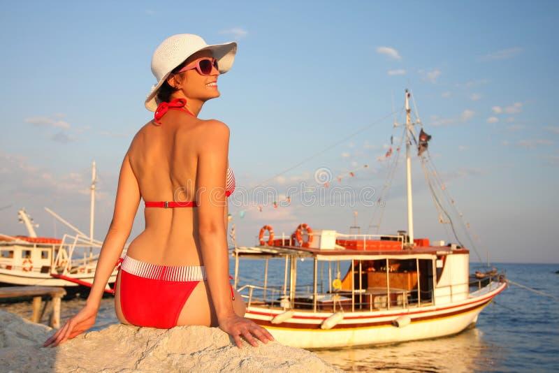 kvinna för bikinisommartid fotografering för bildbyråer
