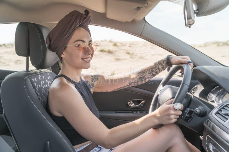 kvinna för bilkörning royaltyfri fotografi