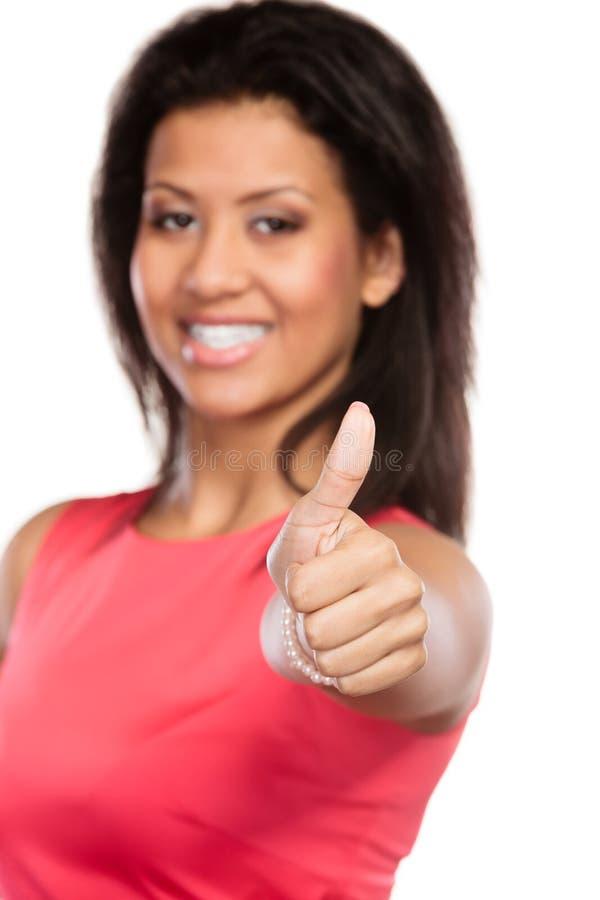 Kvinna för blandat lopp som ger tumme övre gest royaltyfri foto