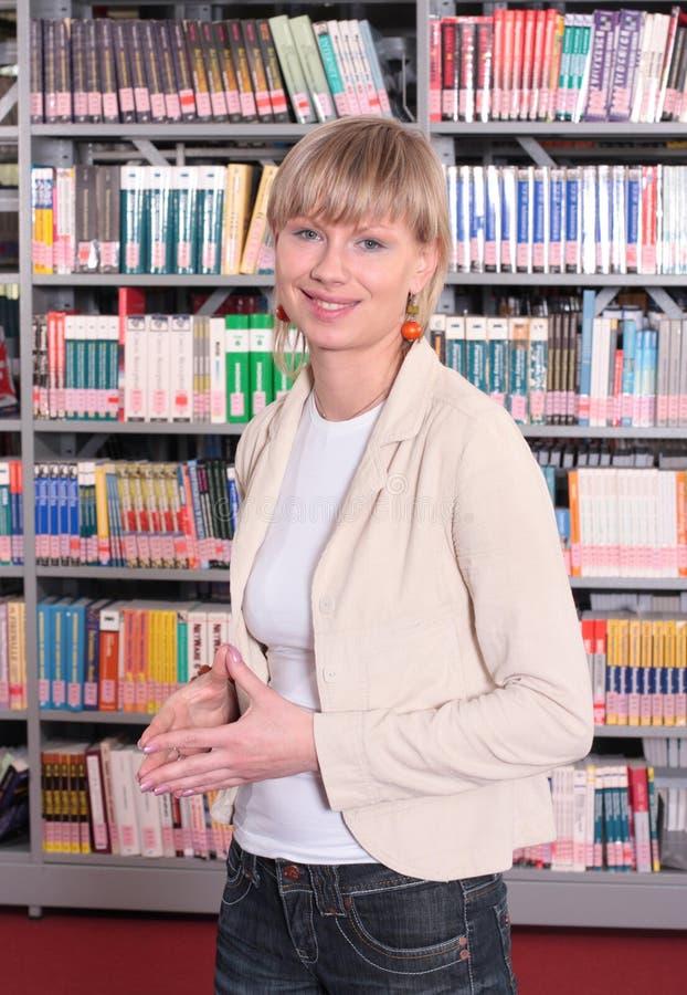 kvinna för boklager arkivfoton