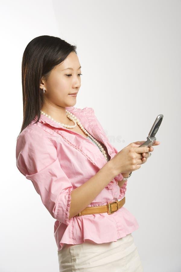 kvinna för celltelefon royaltyfri fotografi
