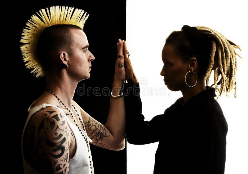 kvinna för dreadlocksmanmohawk royaltyfri fotografi