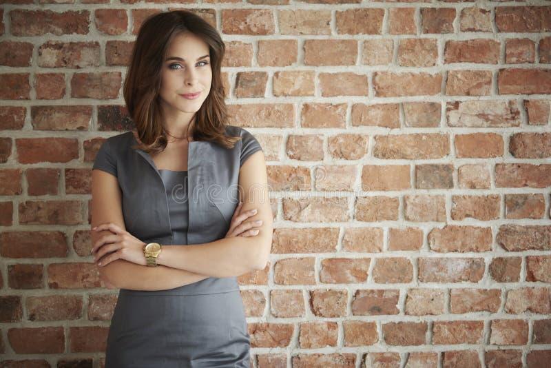 kvinna för främre vägg för tegelsten arkivfoton