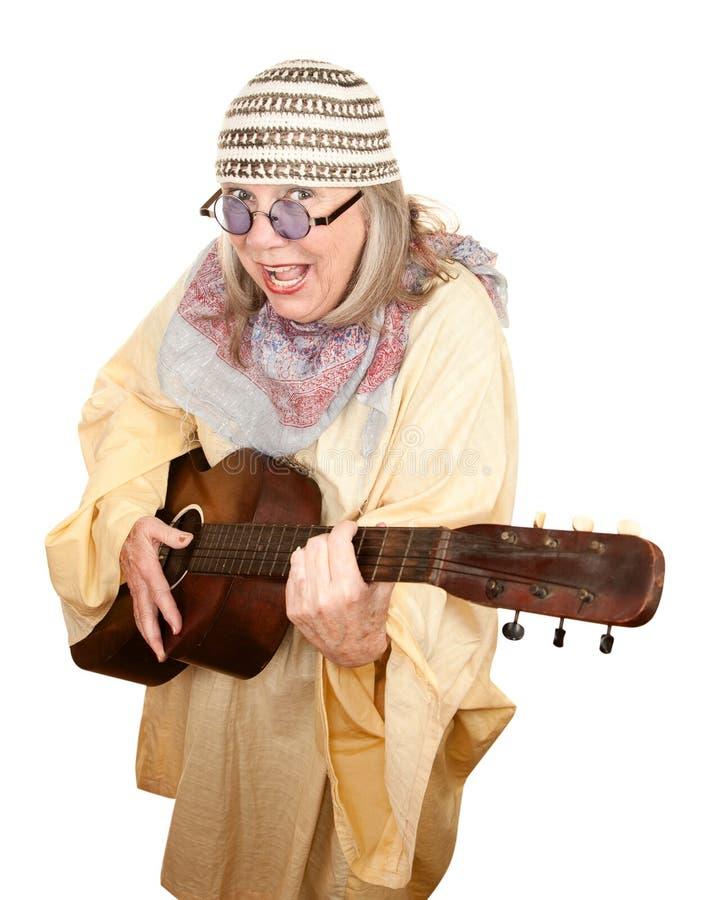kvinna för galen gitarr för ålder ny royaltyfria bilder