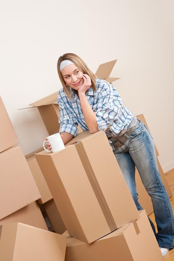 kvinna för home hus för ask moving ny arkivfoton