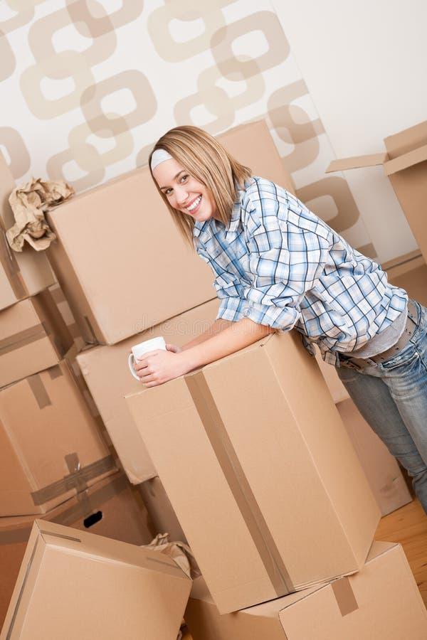 kvinna för home hus för ask moving ny royaltyfri bild