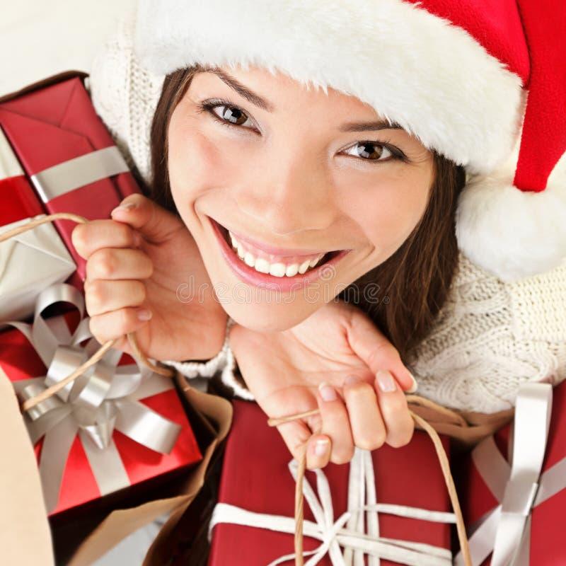 kvinna för julgåvasanta shopping royaltyfri fotografi