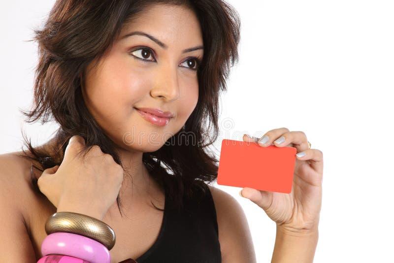 kvinna för kortkrediteringsholding royaltyfri fotografi