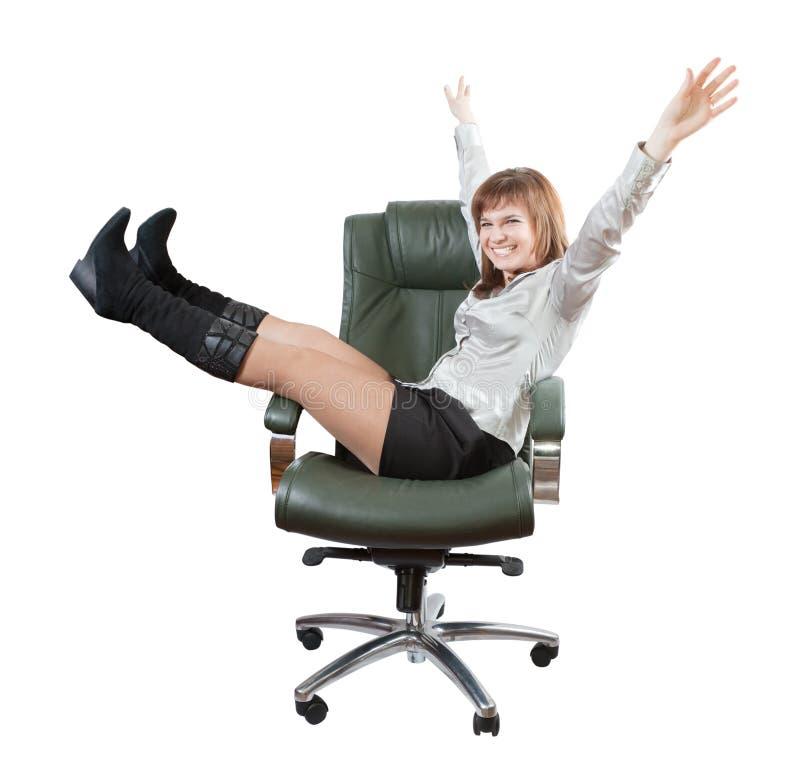 kvinna för lyckligt lyxigt kontor för fåtölj sittande royaltyfria foton