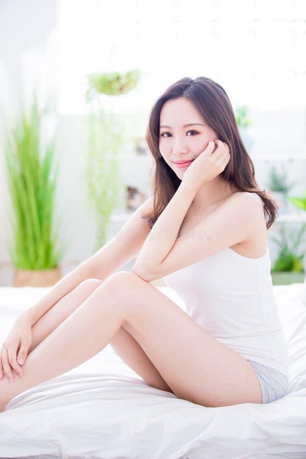 Kvinna för skönhethudomsorg royaltyfria foton