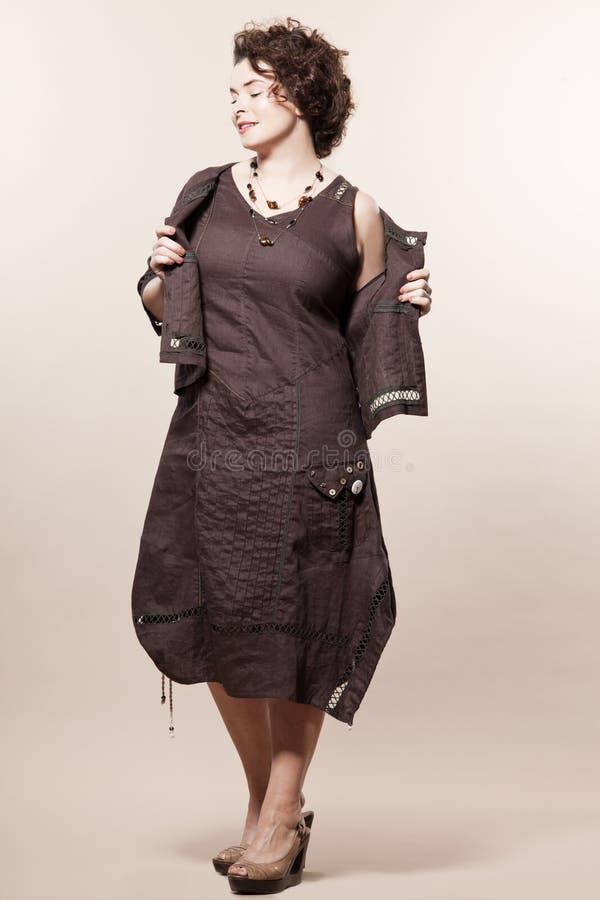 kvinna för sommar för fjäder för caucasian mode för byggande stor arkivfoton
