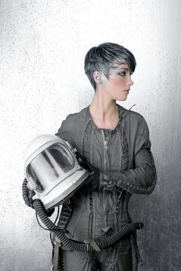 kvinna för spaceship för silver för astronautmodehjälm royaltyfria bilder