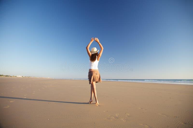 kvinna för stranddansarehatt arkivbild