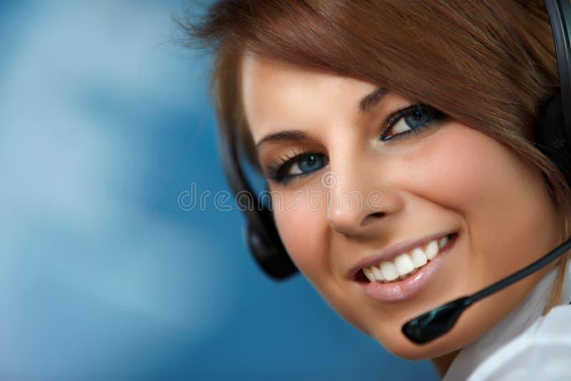 kvinna för tekniker för hörlurar med mikrofon för felanmälansmitt royaltyfri foto