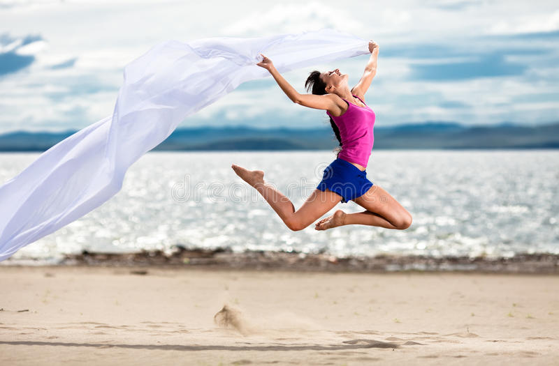 kvinna för white för strandbanhoppningsilkespapper arkivbild