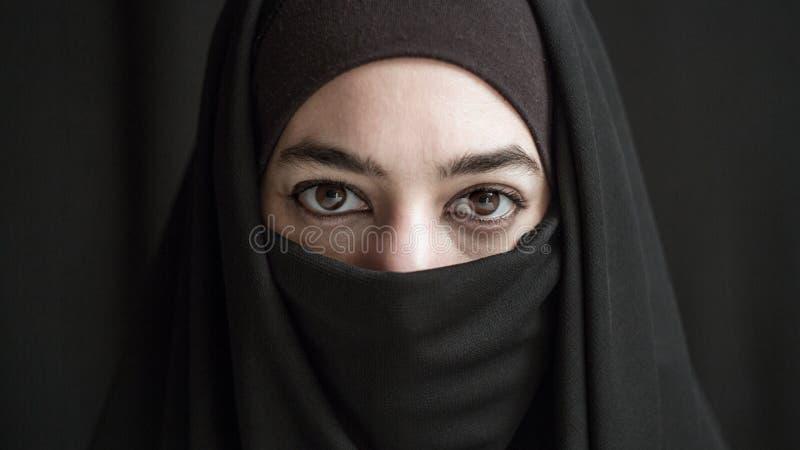 Kvinna i burka arkivfoton