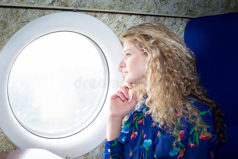 Kvinna i flygplan royaltyfria foton