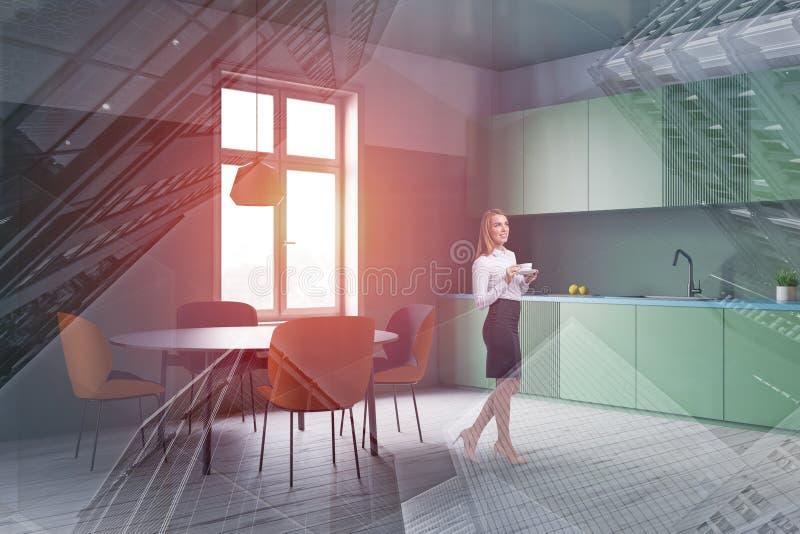 Kvinna i grönt kökhörn arkivfoto