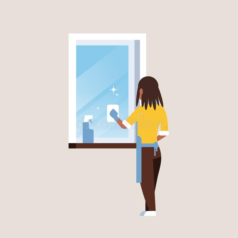 Kvinna i handskar och förklädelokalvårdfönster med hemmafrun för afrikansk amerikan för bakre sikt för trasarengöringsmed royaltyfri illustrationer
