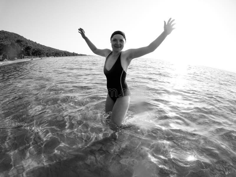 Kvinna i havet på semester royaltyfria foton