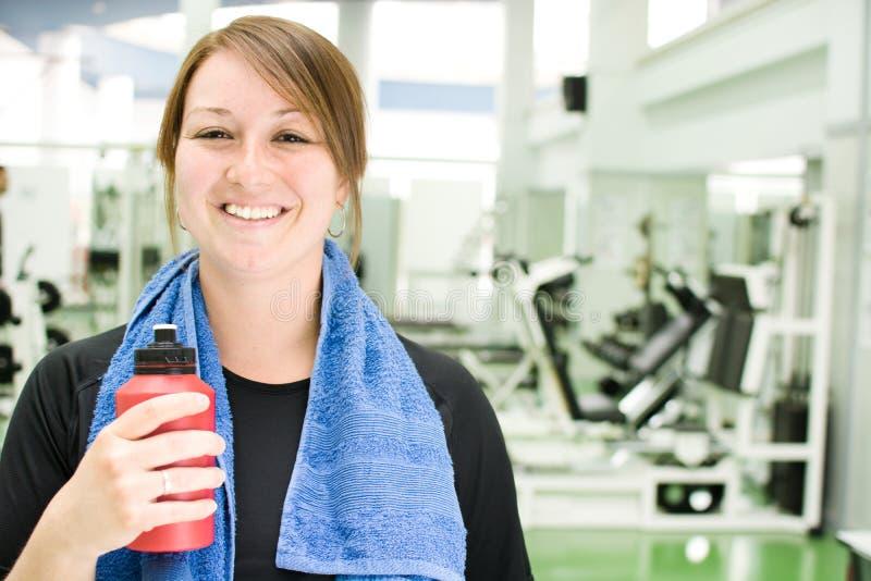 Kvinna i idrottshallen fotografering för bildbyråer