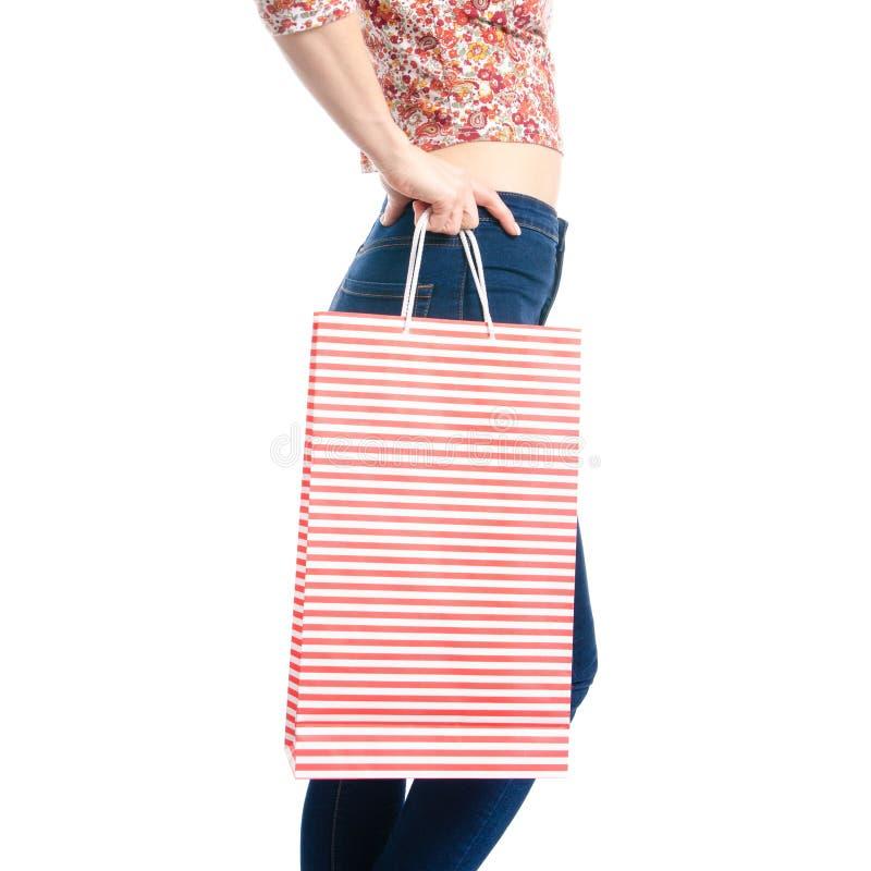 Kvinna i jeans och skjortapåsepacke i makro för försäljning för handmodeköp arkivbilder