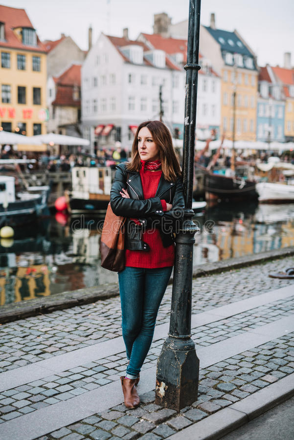 Kvinna i Köpenhamn royaltyfri fotografi