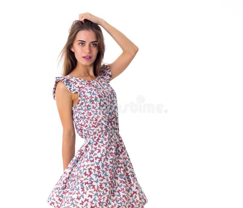 Kvinna i klänninginnehavhand på hennes huvud arkivfoton