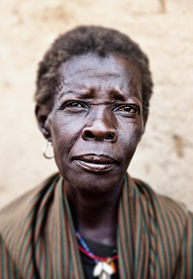 Kvinna i Kotido i Uganda royaltyfri bild