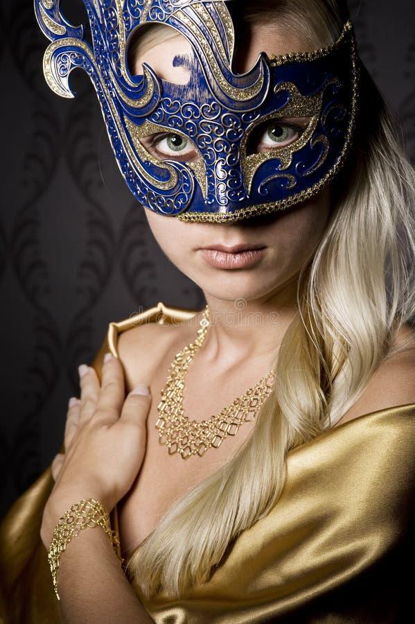 Kvinna i maskering royaltyfria bilder