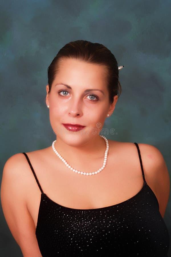 Kvinna i pärlor royaltyfri fotografi