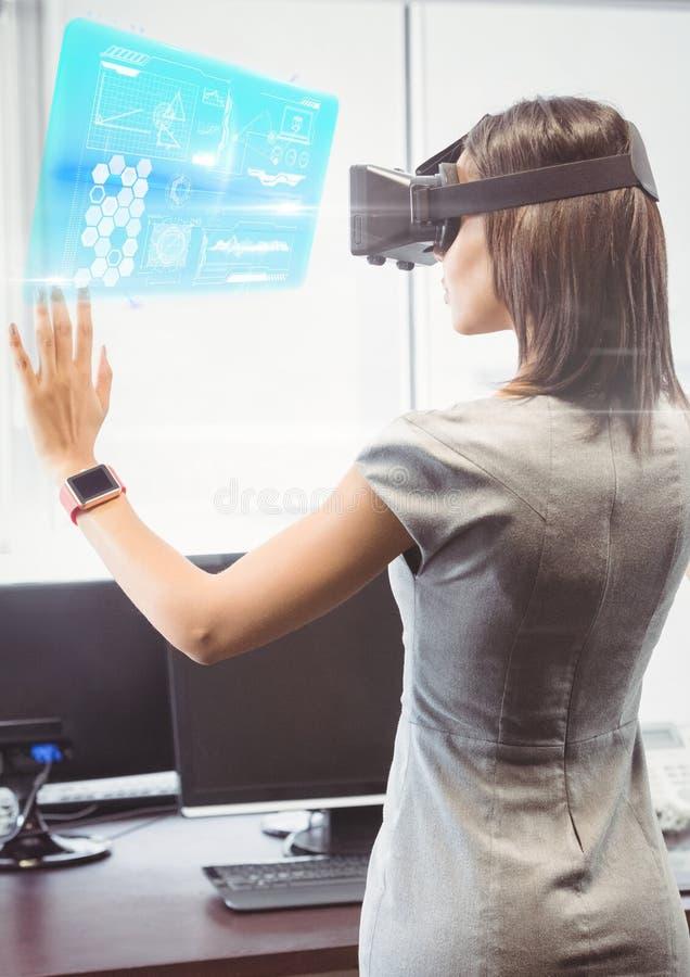 Kvinna i regeringsställning som bär VR-virtuell verklighethörlurar med mikrofon med manöverenheten stock illustrationer