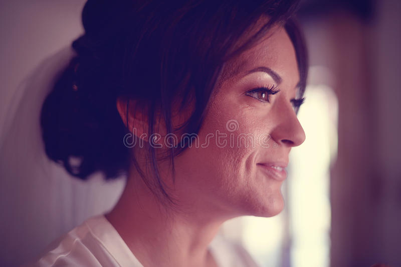 Kvinna i sminkstudio arkivfoto