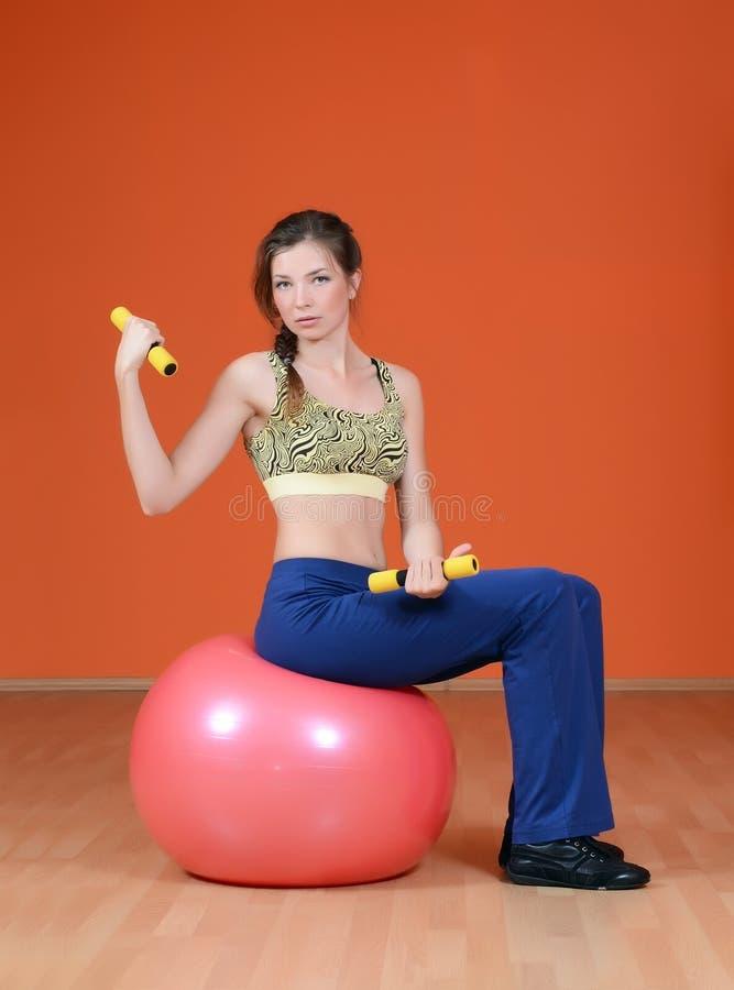 Kvinna i sportklubba royaltyfria bilder