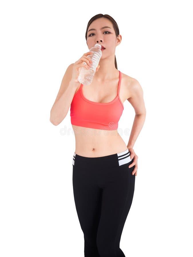 Kvinna i sportsweardricksvatten som isoleras på vit bakgrund, arkivbilder