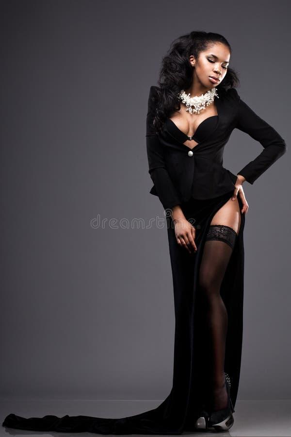 Kvinna i svart klänning royaltyfria foton
