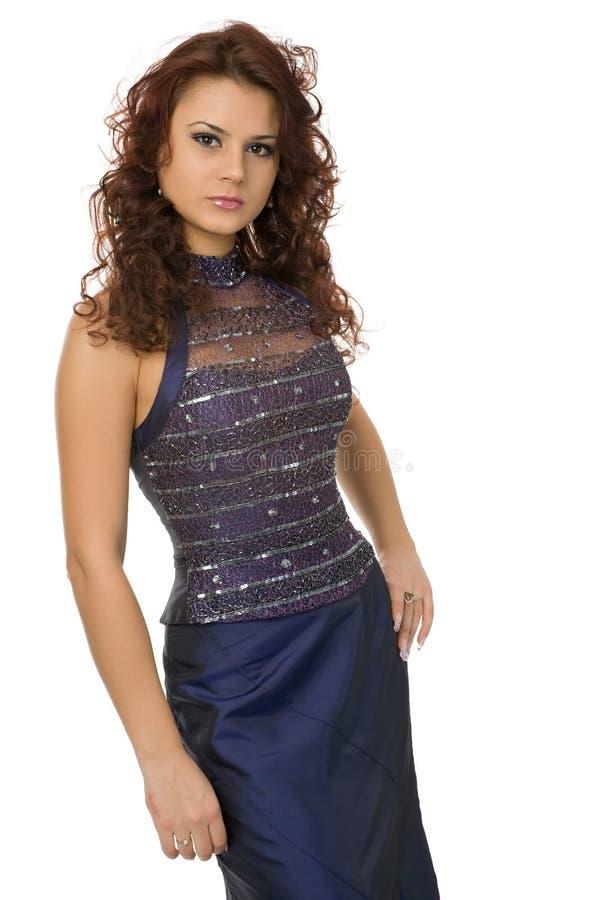 Kvinna i trendig klänning arkivbilder