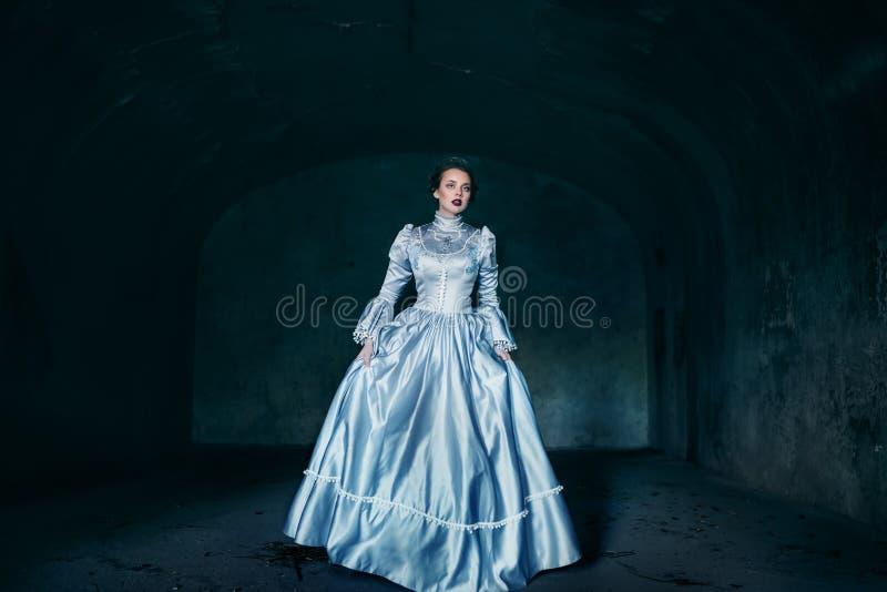 Kvinna i Victorianklänning arkivfoto