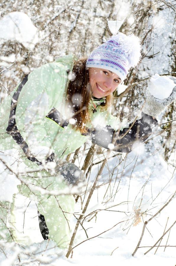 Download Kvinna i vinter arkivfoto. Bild av folk, gladlynt, livsstil - 37346710