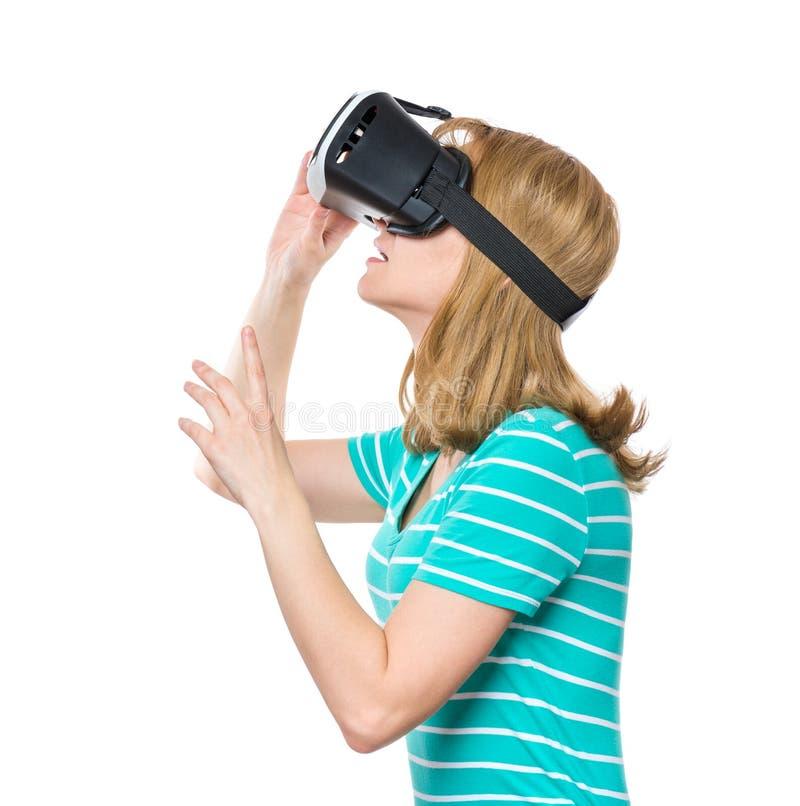 Kvinna i VR-exponeringsglas royaltyfri fotografi