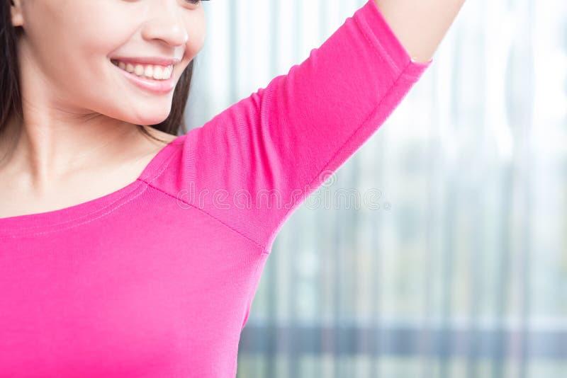 Kvinna med armhålan royaltyfria foton