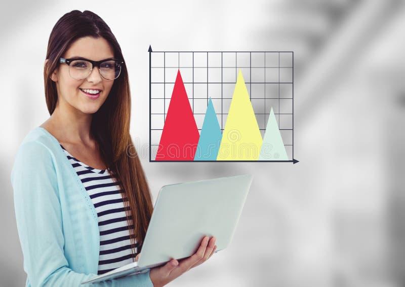 Kvinna med bärbara datorn och färgglad graf mot oskarp grå trappa royaltyfri illustrationer