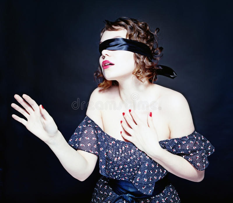 Kvinna med bandag royaltyfria foton
